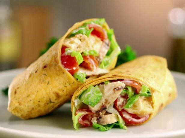 grilled chicken wrap with tomatoes and lettuce