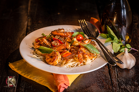 Linguini tossed with grilled shrimp, tomatoes, spinach, garlic and oil.