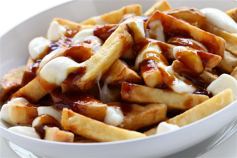 poutine fries with mozzarella and gravy