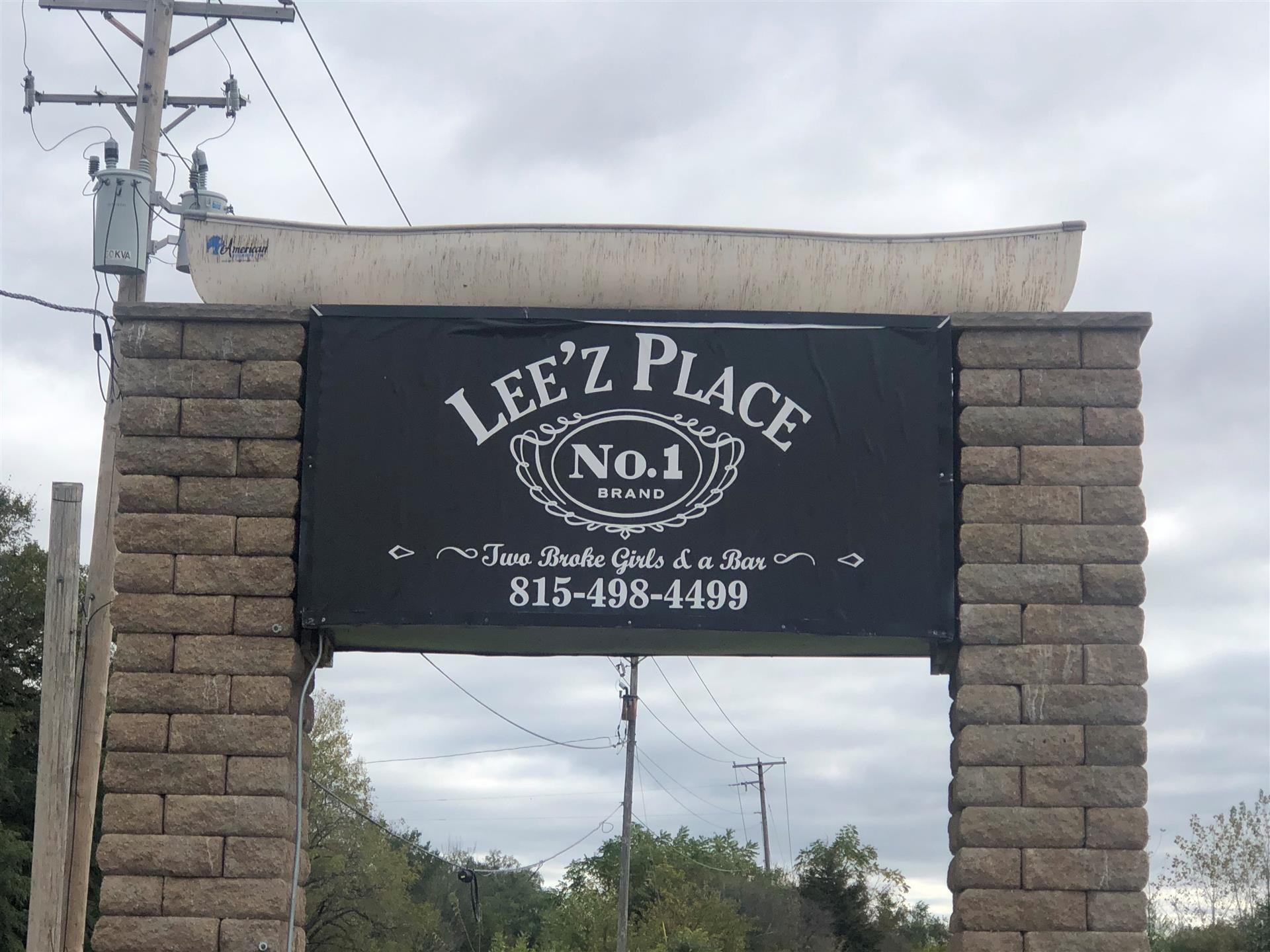 Lee'z Place outdoor sign