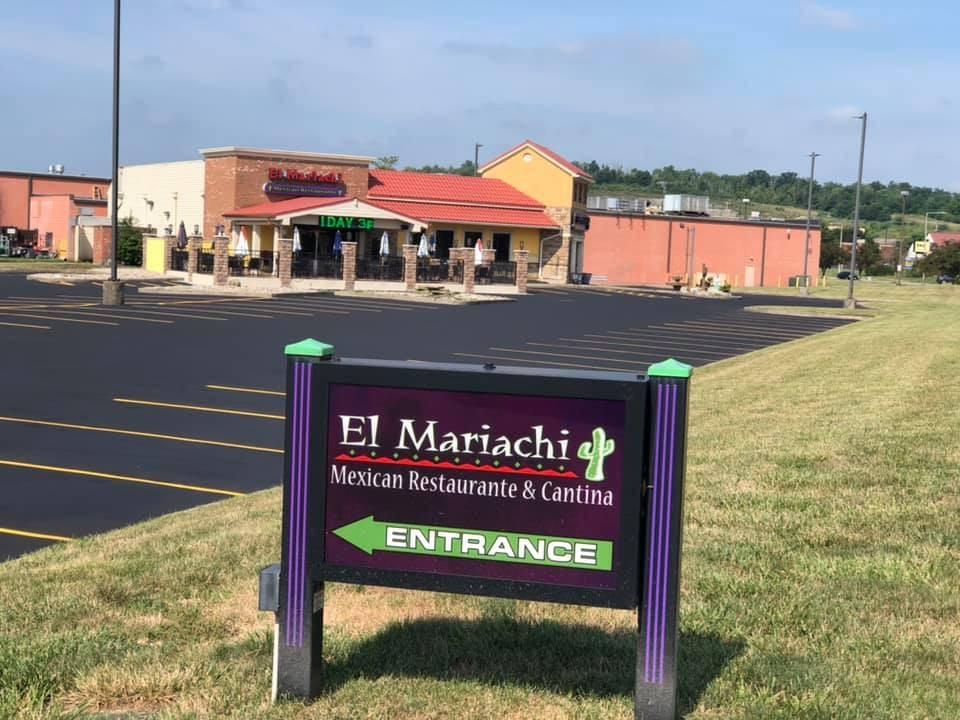 Entrance to the El mariachi parking lot and outside area