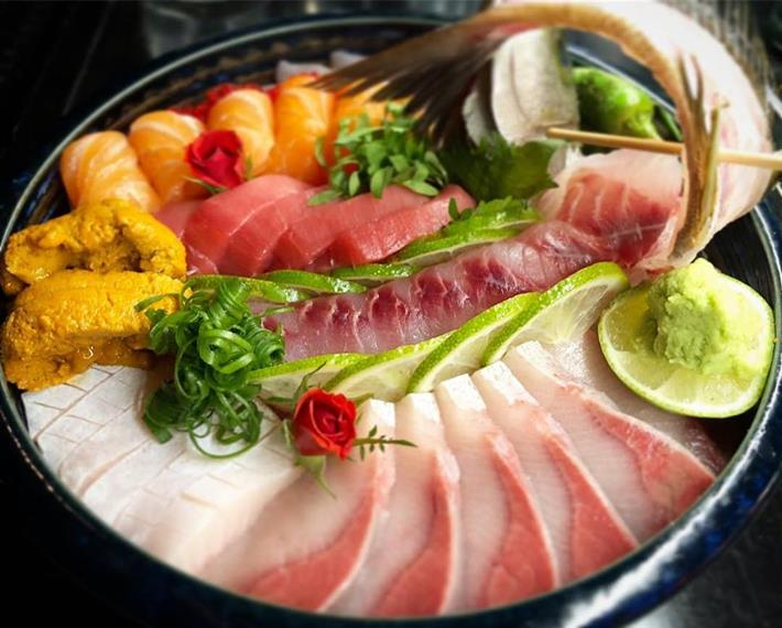 Assorted sashimi platter in bowl