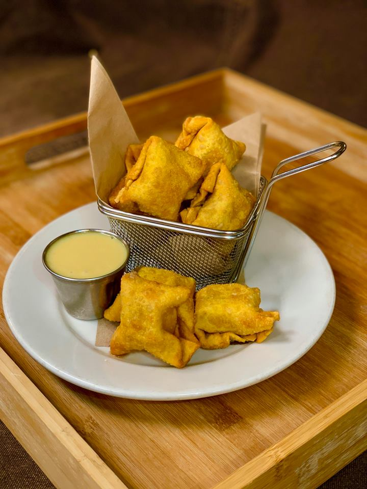 Fried cheese wontons in a wire basket
