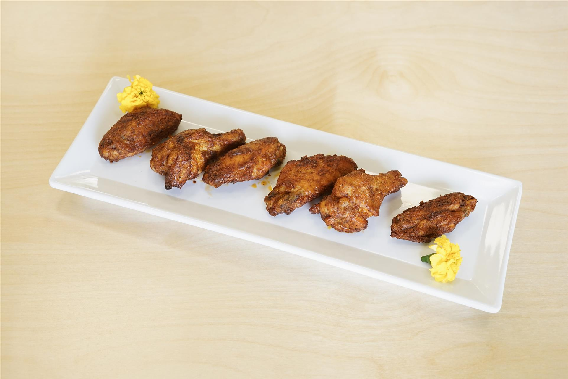 plate of 6 chicken wings