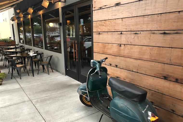 italian, scooter, restaurant, Berkeley, Creekwood, patio, dogs, heaters