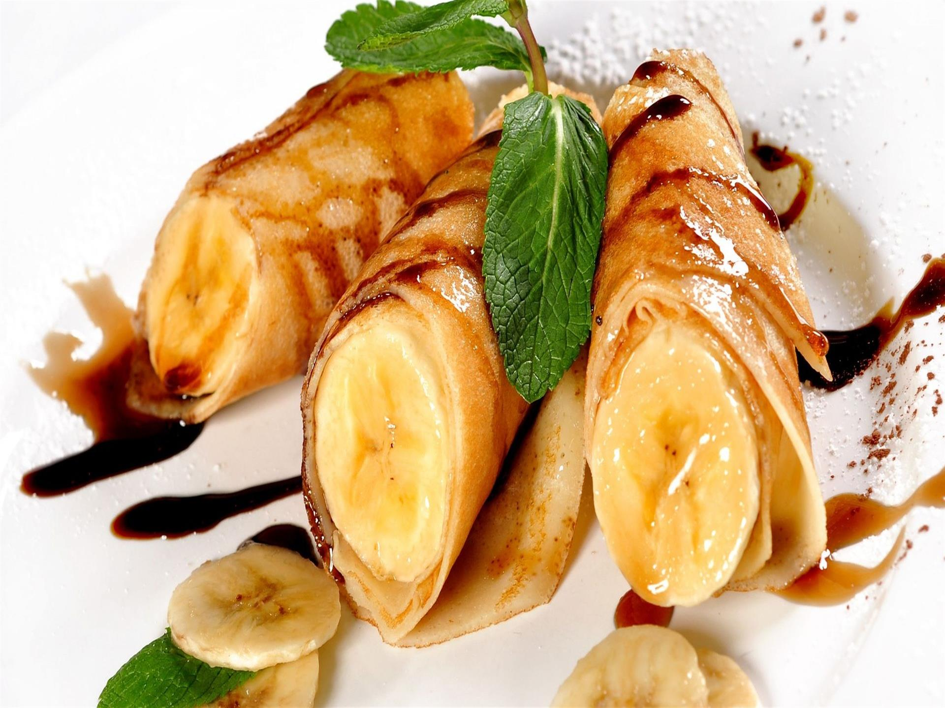 bannana crepe drizzled in sauce
