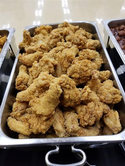 Fried chicken in catering sterno