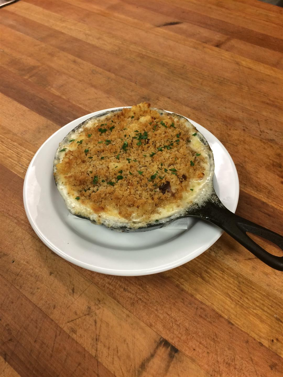 Baked Mac and cheese topped with breadcrumbs in a skillet