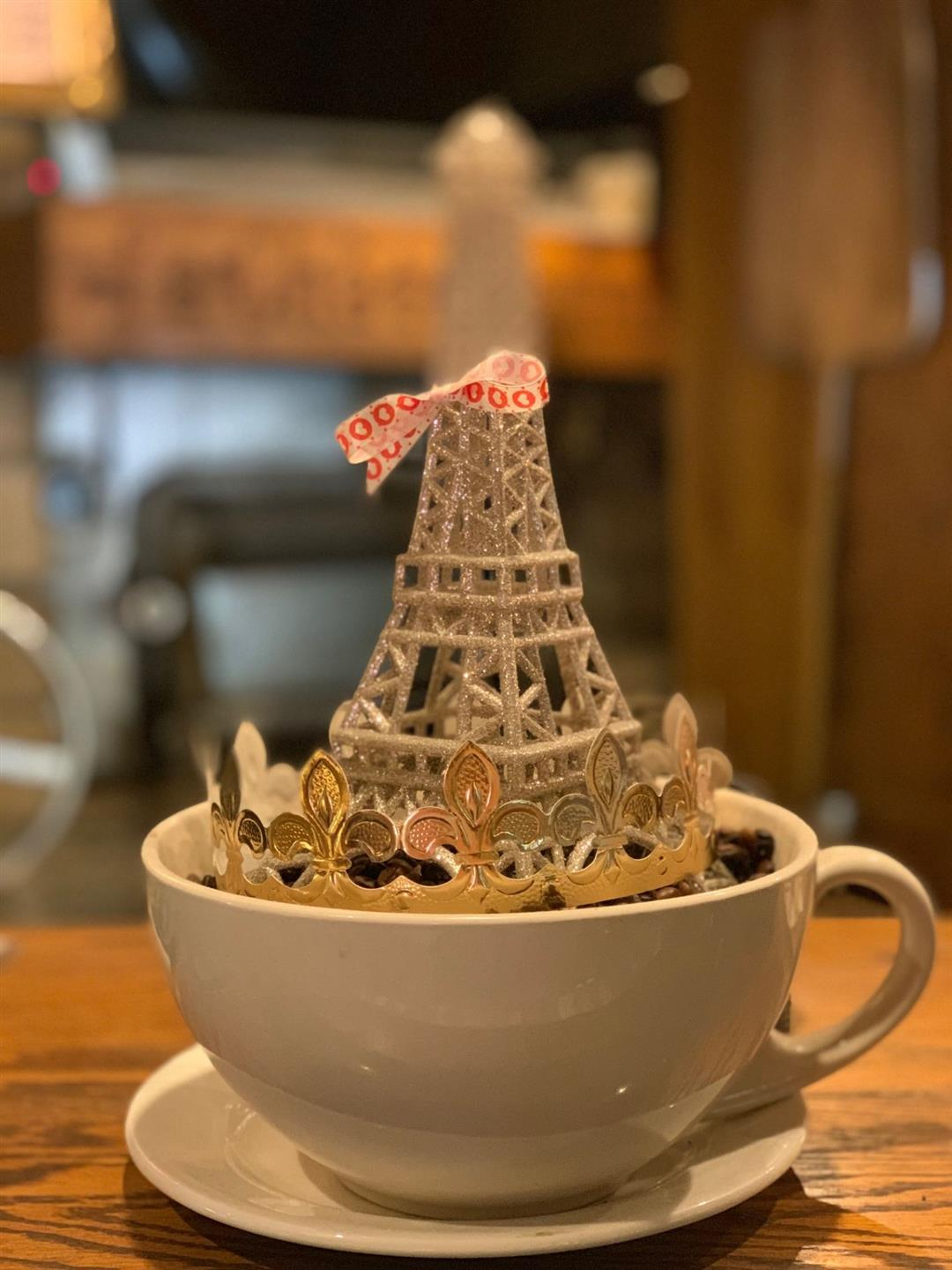 miniature eifel tower decoration in a mug
