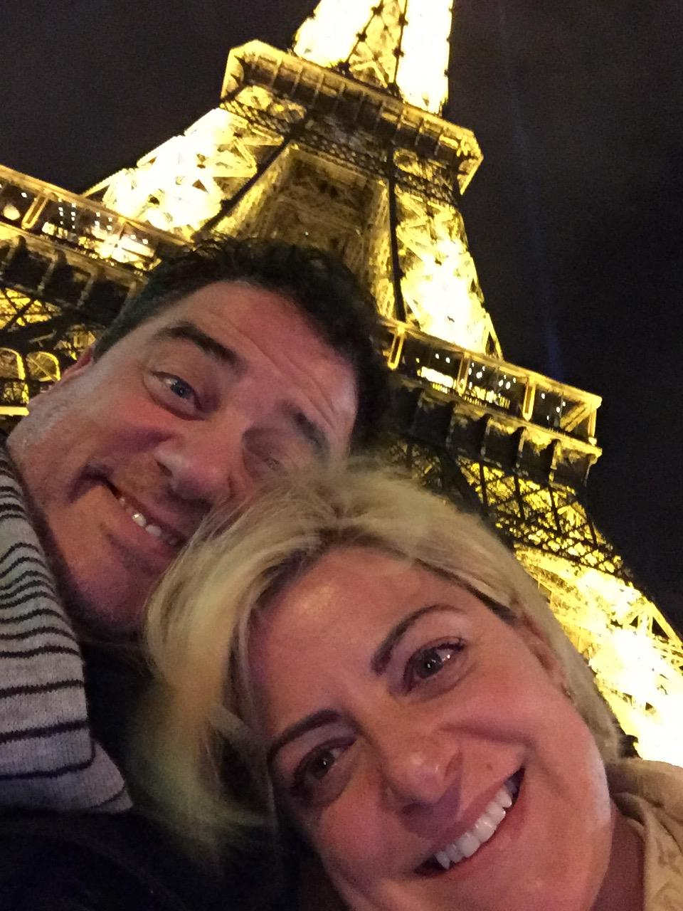woman and man taking a selfie infront of the eifel tower