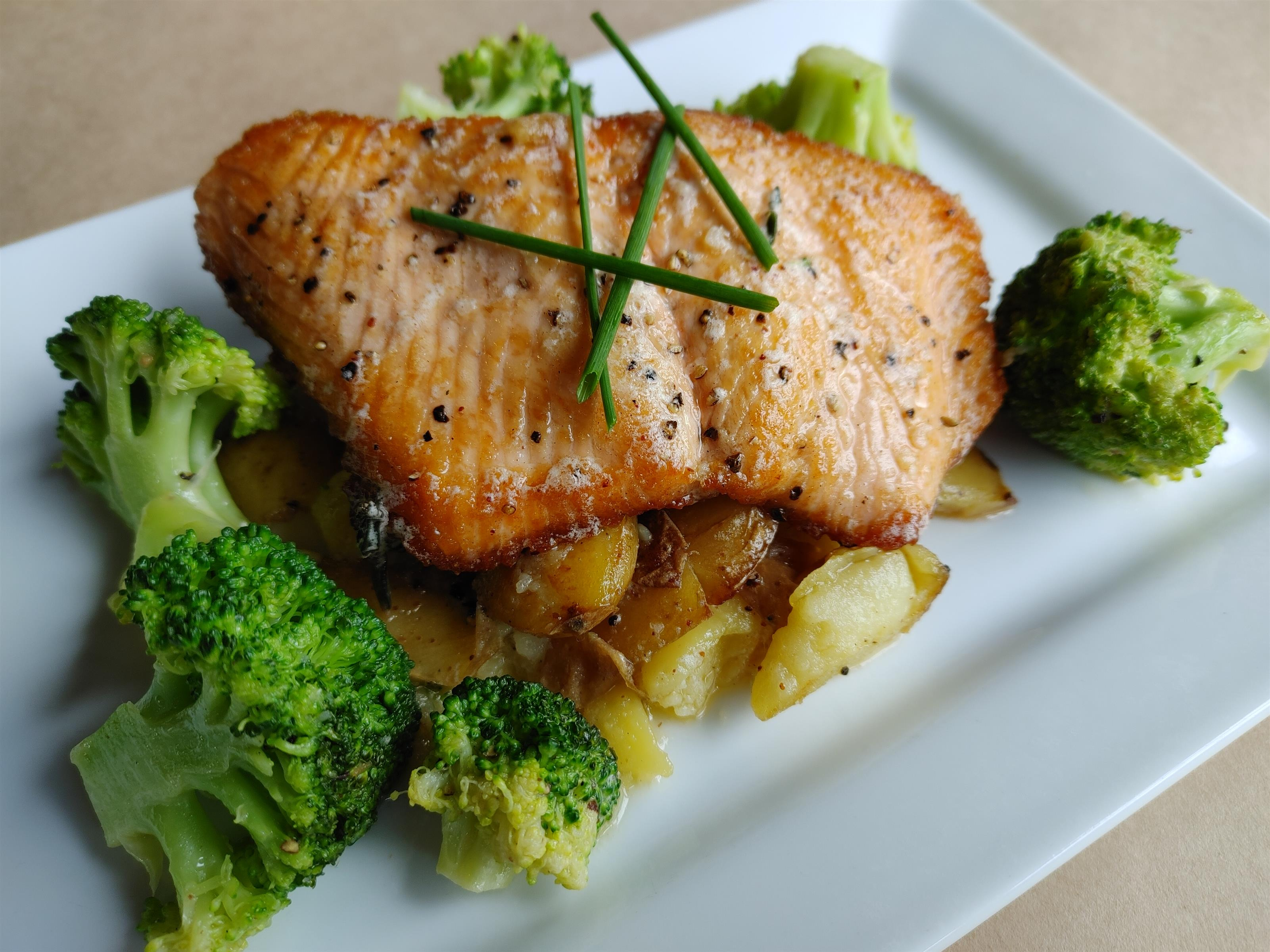 pan seared salmon with smashed fingerling potatoes & broccoli with a lemon thyme butter