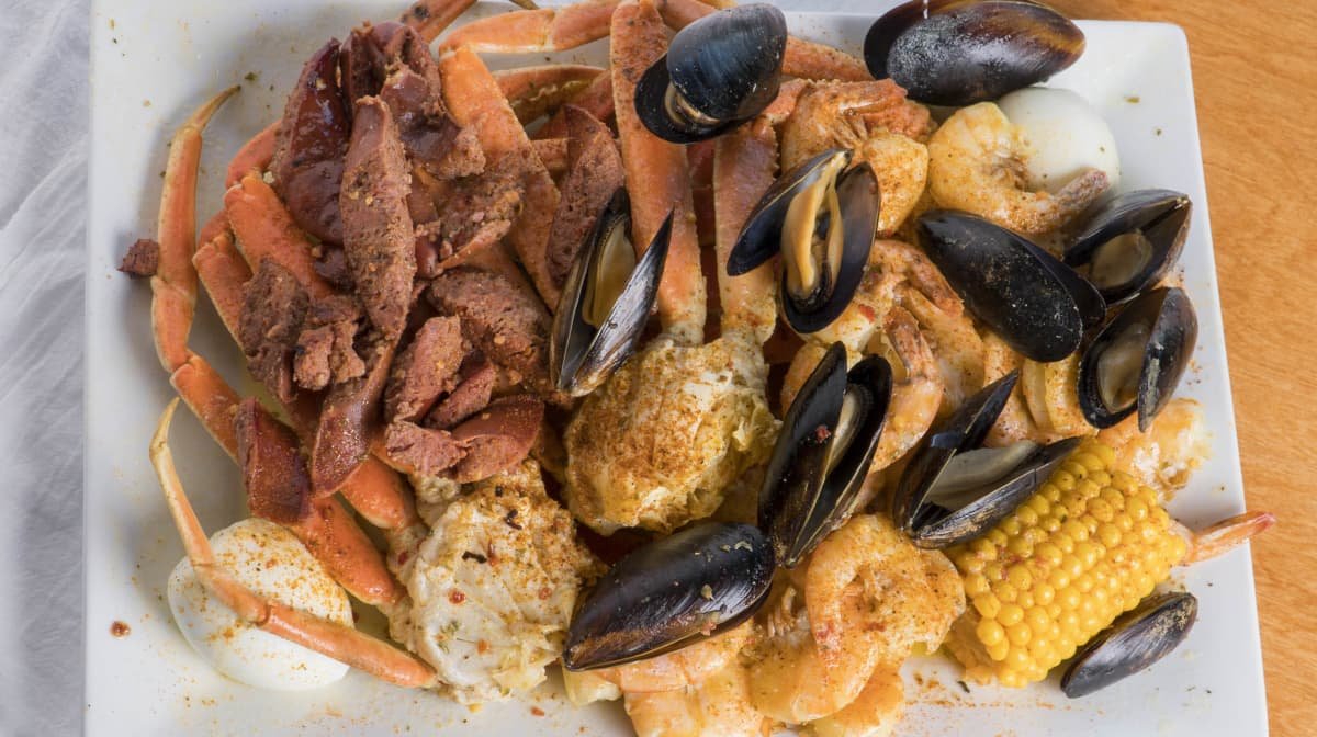 Seafood Triple Tray. 3 Clusters, 15 Jumbo Shrimp,12 Mussels and corn on the cobb
