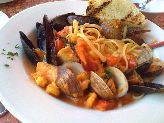 Fruti di Mare al Pomodoro e Zafferano Prawns, scallops, squid, clams, and mussels in a mild saffron tomato sauce with fettuccine