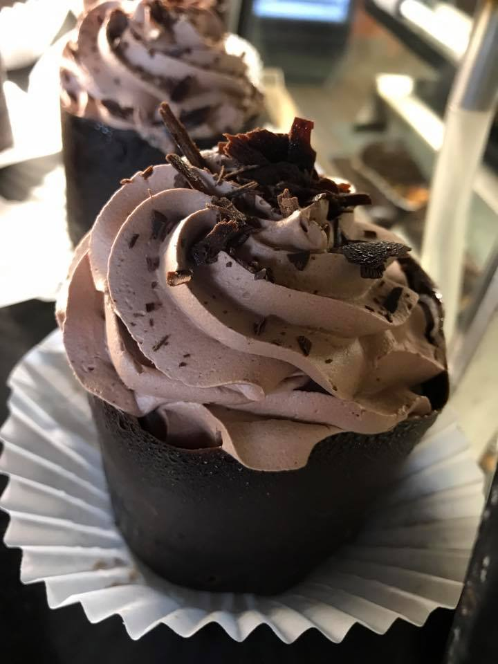 chocolate cup cake with a chocolate mousse ice cream