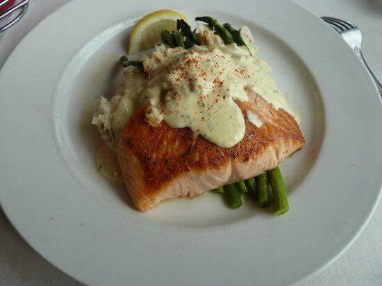 salmon with asparagus and a cream sauce