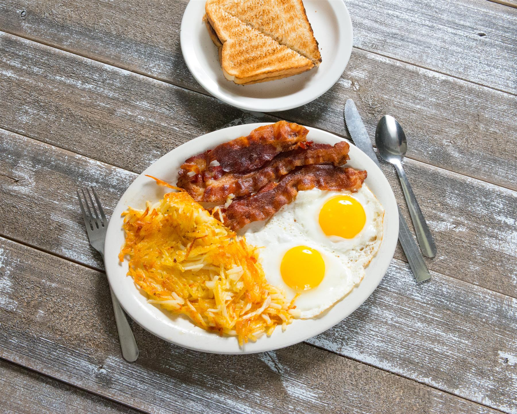 eggs, bacon, hasbrowns and toast