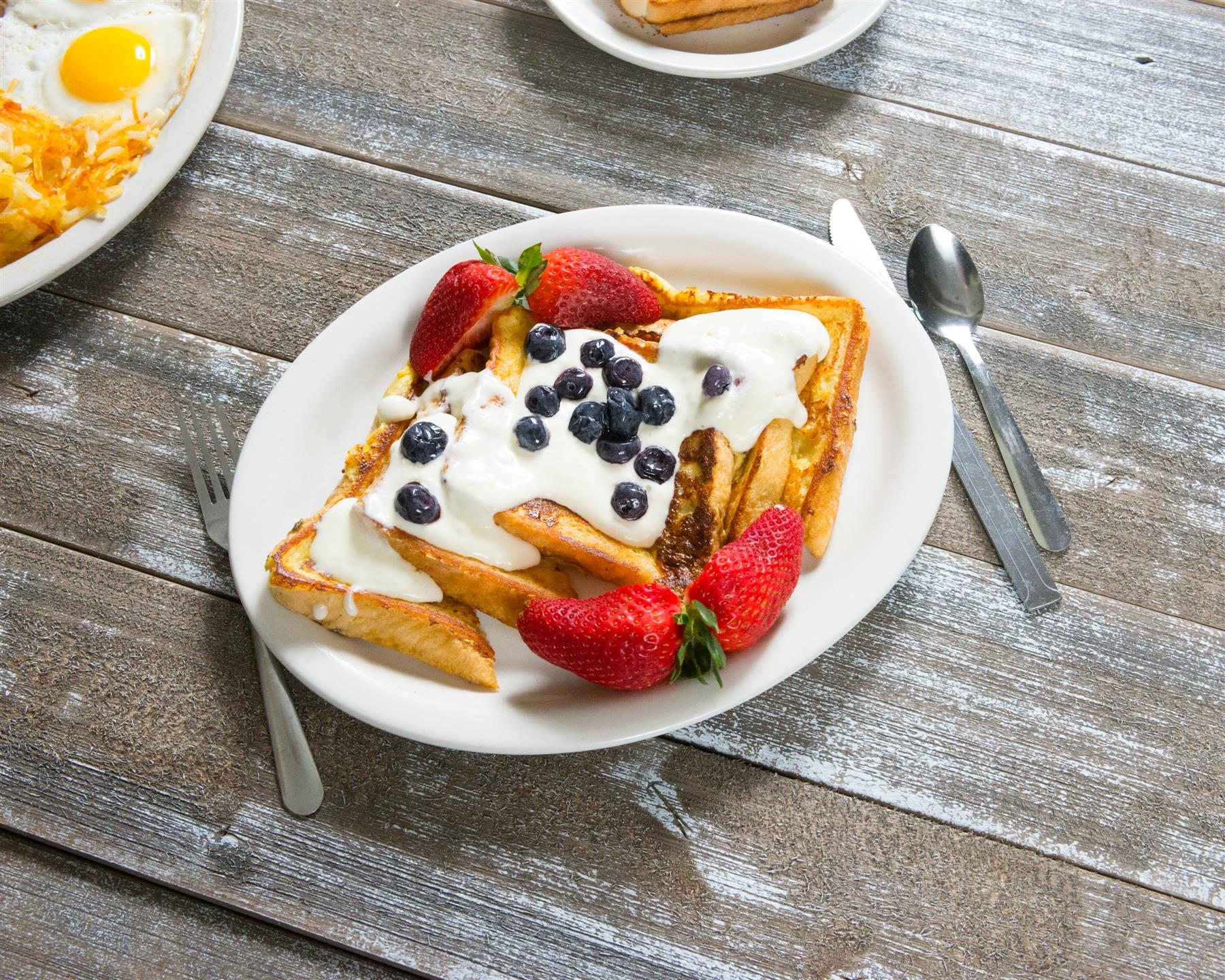 french toast with cream and strawberries