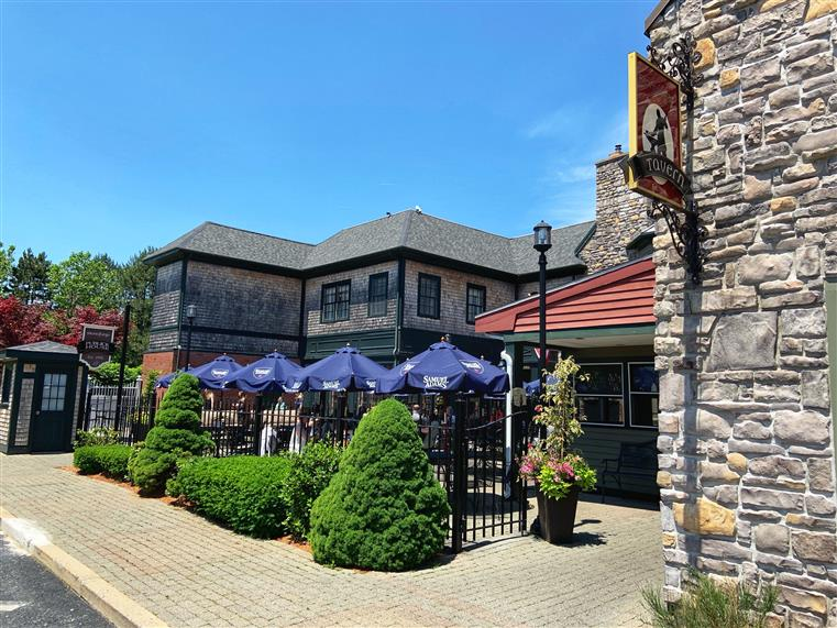 outside patio at the tavern and publick house