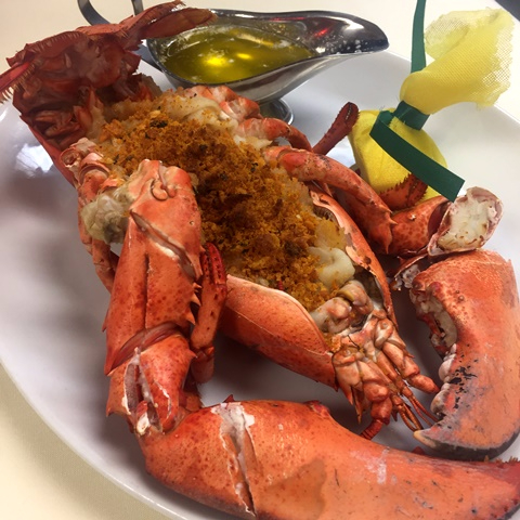 Steamed lobster and seasoning with melted butter