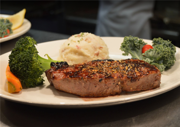 NEW YORK STRIP STEAK WITH BROCCOLI AND MASHED POTATOES