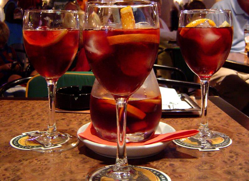 pitcher of Sangria surrounded by 4 filled glasses