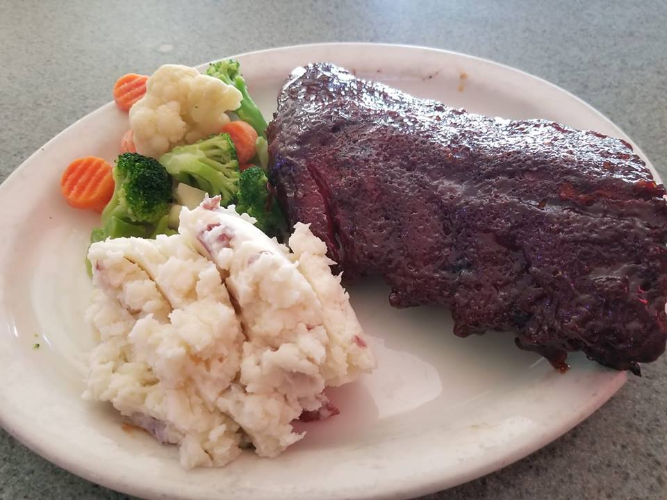 Ribs with a side of mashed potatoes and mixed vegetables