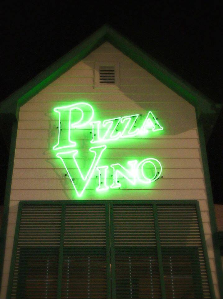 Pizza vino neon sign