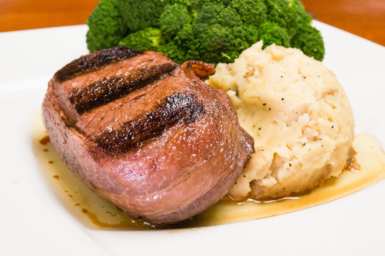 filet mignon with mashed potatoes and broccoli