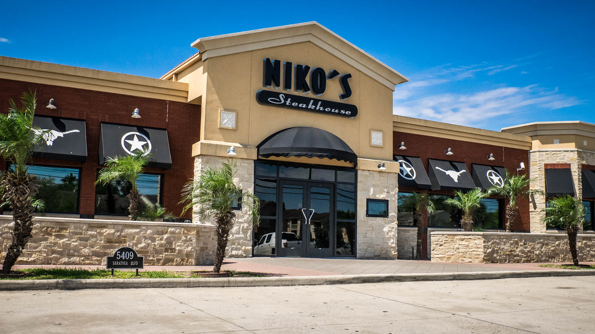 exterior building of Nikos Steakhouse