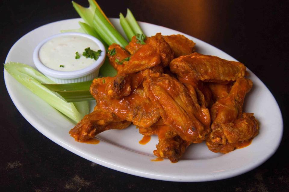 BUffalo wings with celary and cream cheese