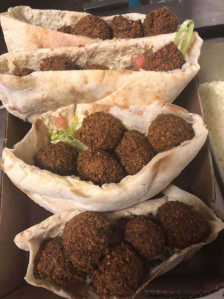 pitas stuffed with falafels
