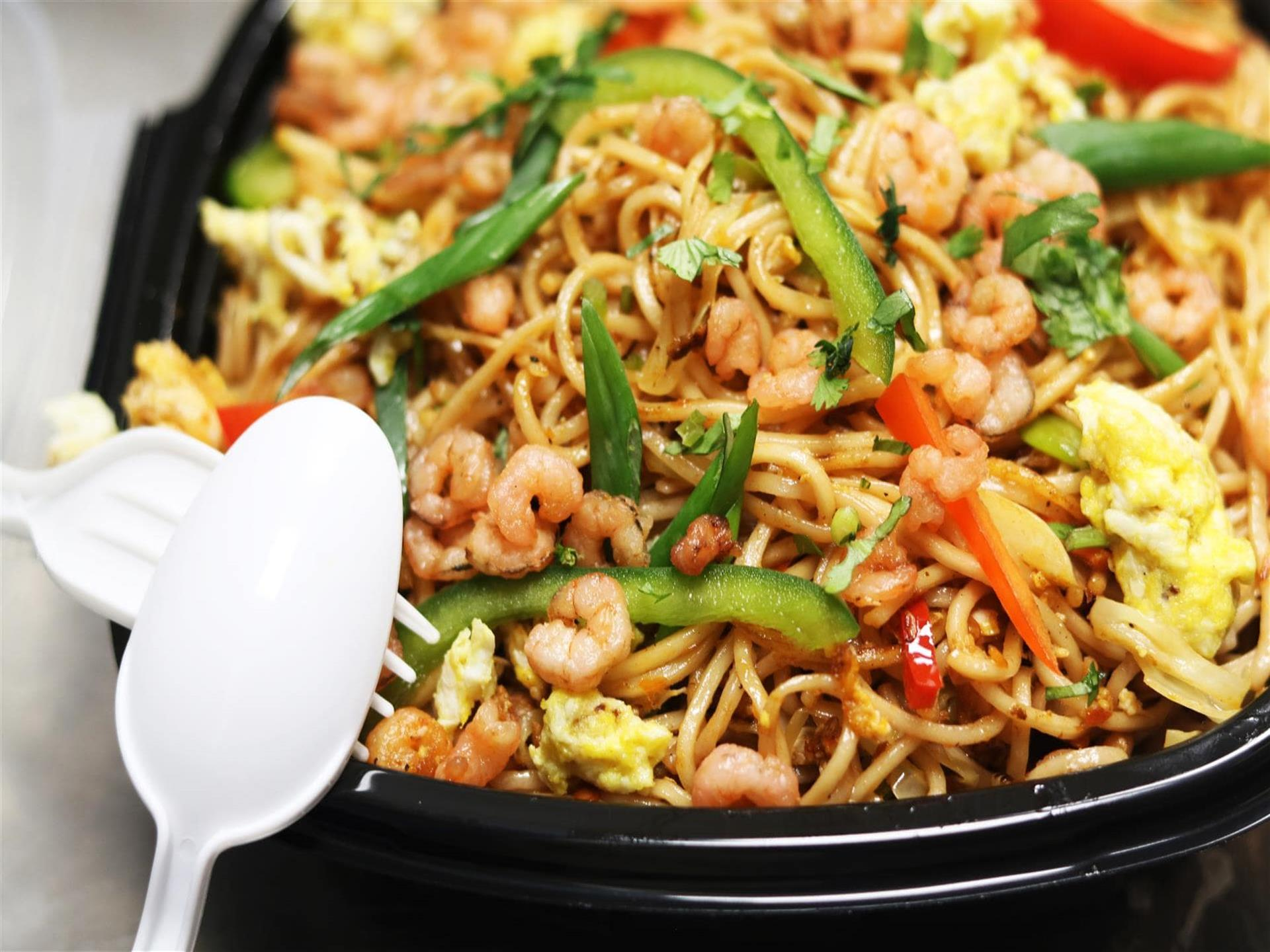 noodles with shrimp and peppers