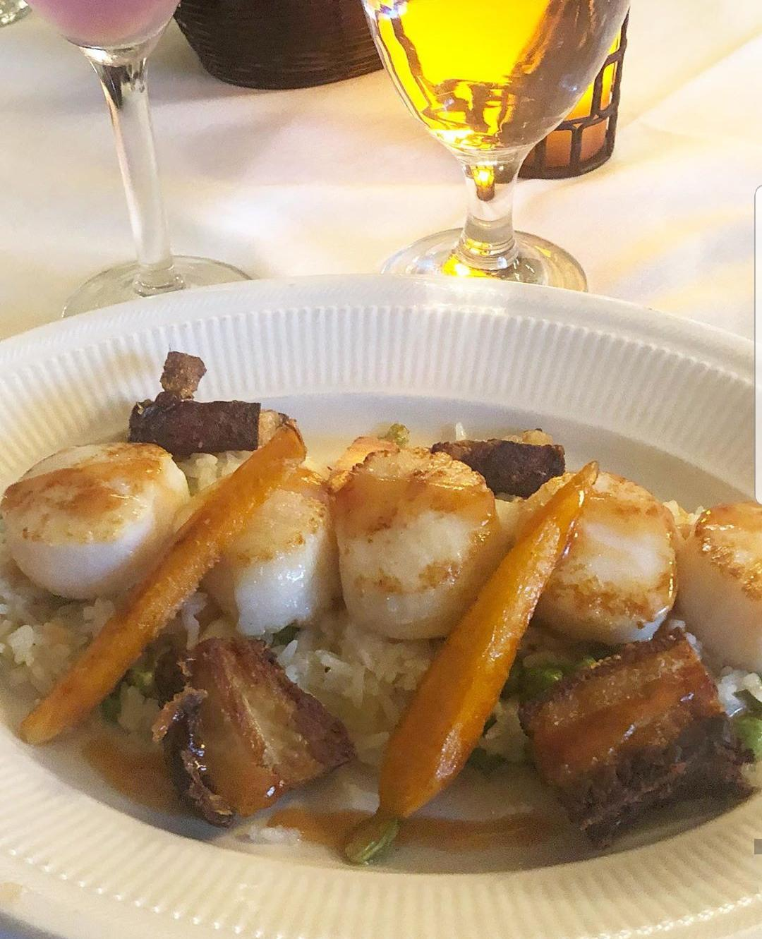 scallops over a bed of rice topped with carrots