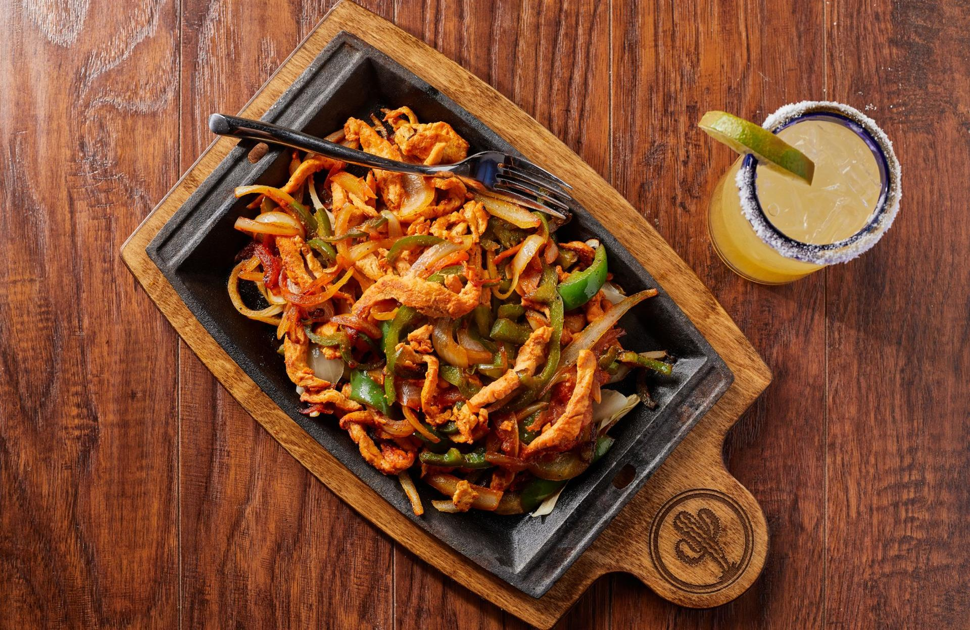 sizzlin chicken fajitas with peppers and onions