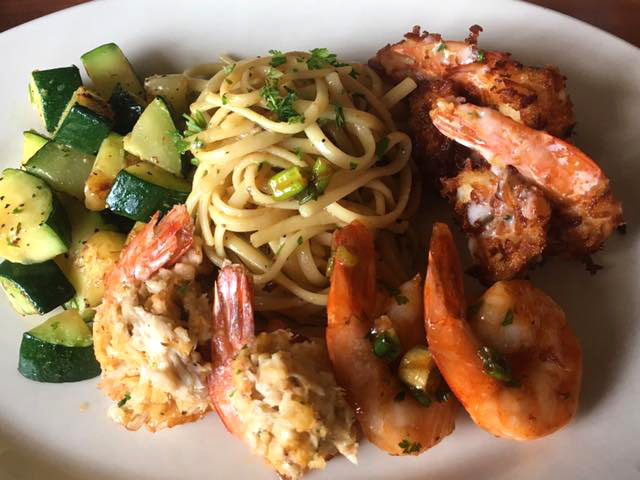 Spaghetti with grilled shrimp and zucchini