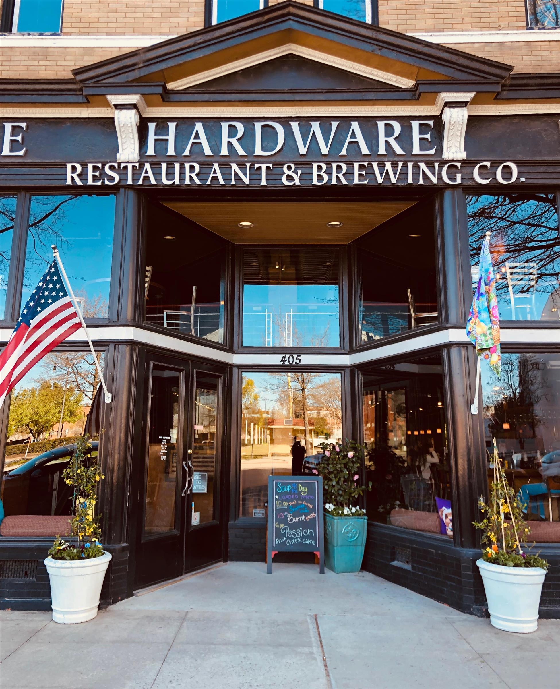front entrance to Huske Hardware Restaurant & Brewery