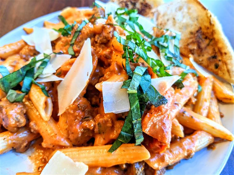penne pasta with vodka sauce and italian sausage