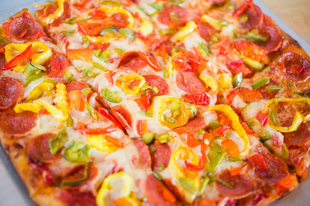 flatbread with pepperoni, peppers and onions