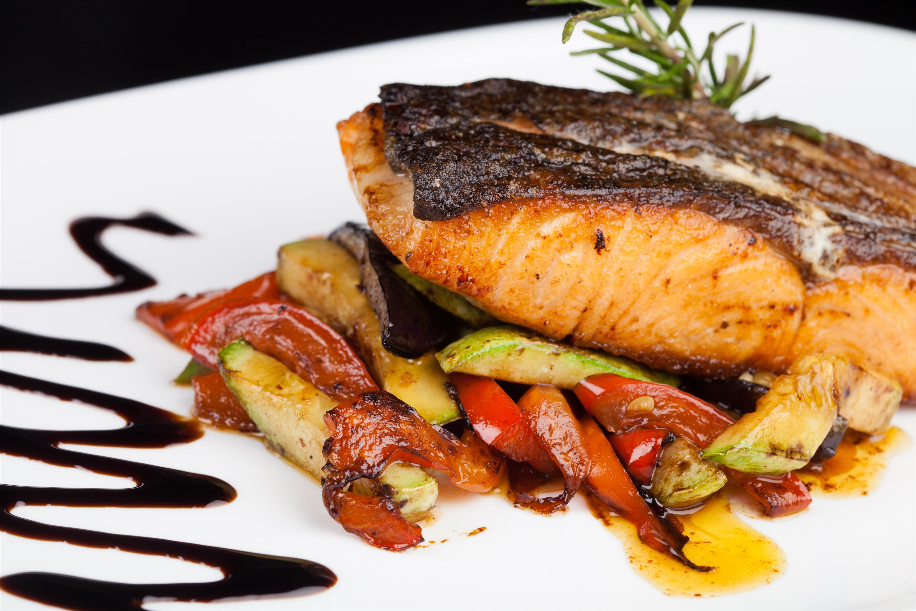 salmon fillet with roasted veggies and a balsamic glaze