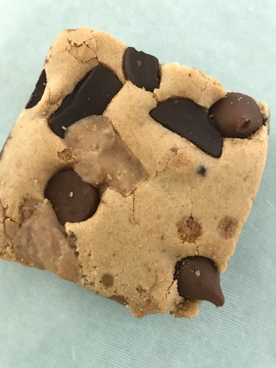 blondie cookie with chocolate chunks