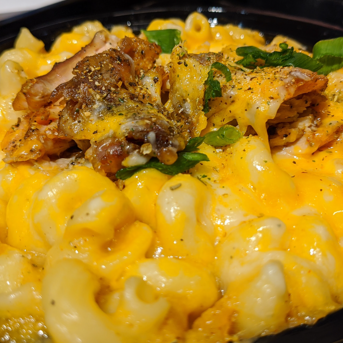 mac and cheese with bacon and scallions