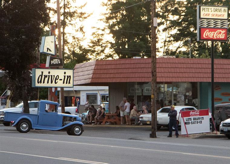 Outside street view of Pete's Drive-in