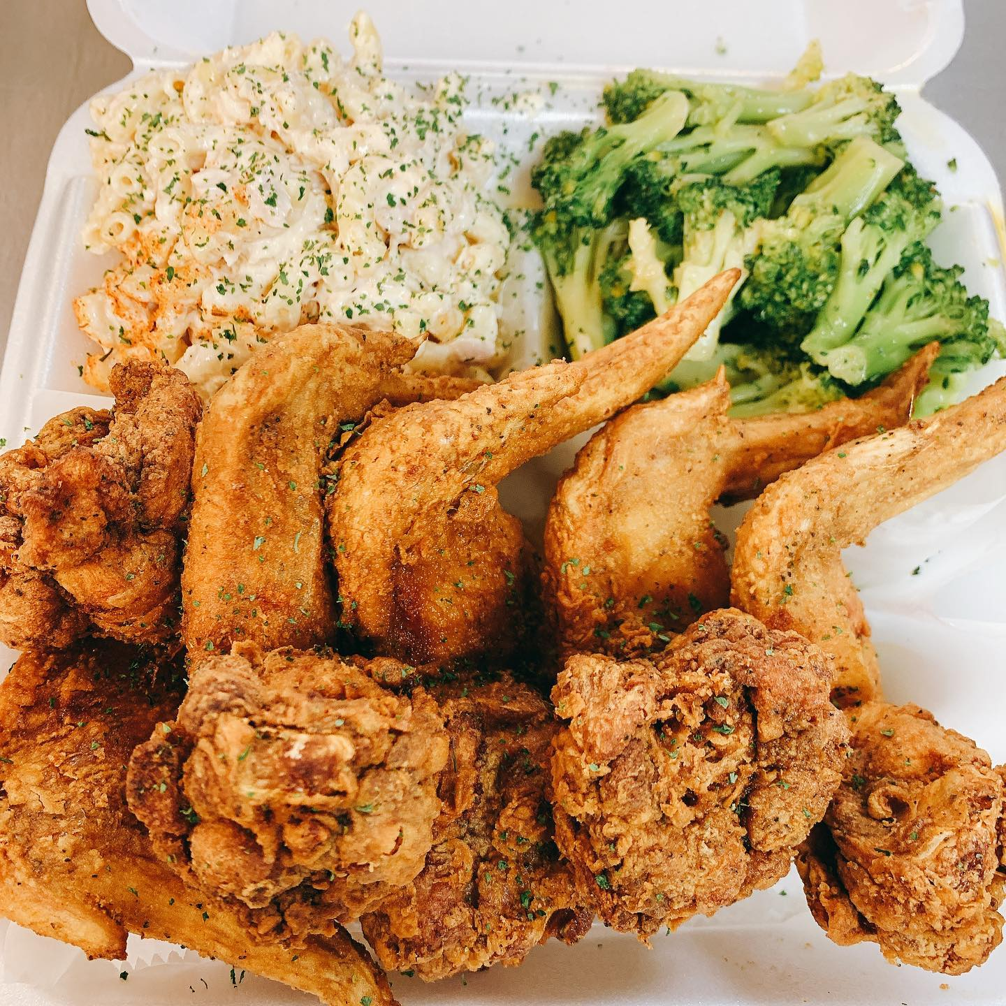 fried chicken platter with broccoli and mac salad