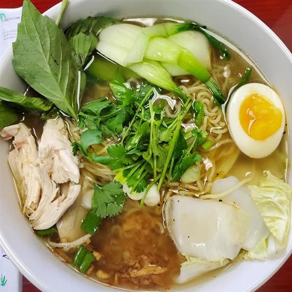 ramen with vegetables and chicken
