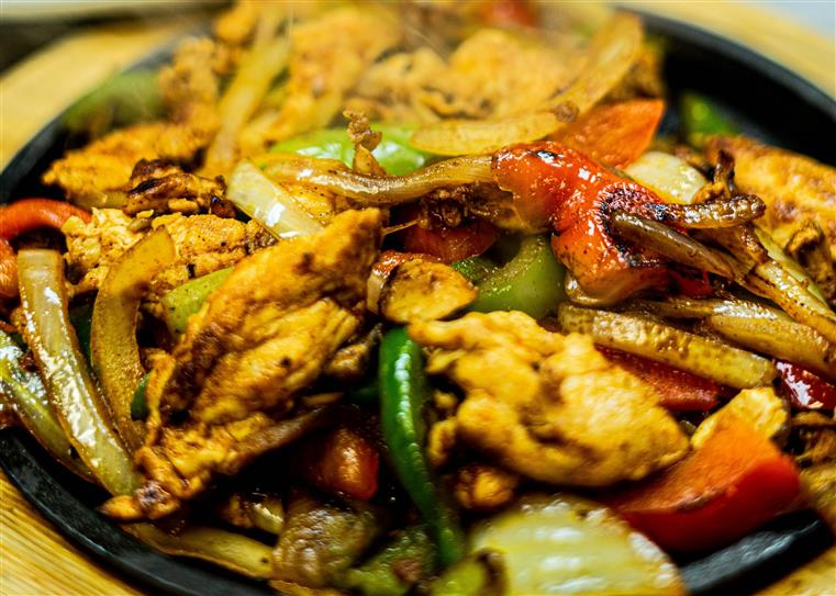 Sizzling strips of grilled chicken with bell peppers, tomatoes, mushrooms and onions.