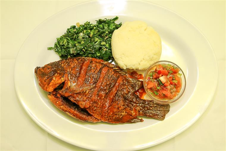 whole fish fried with rice, kale and pico