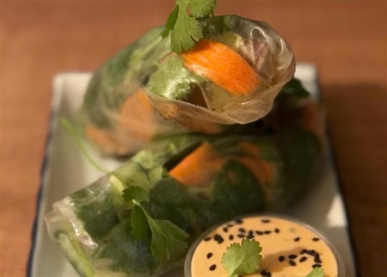 vegetable sprung rolls with sesame dipping sauce