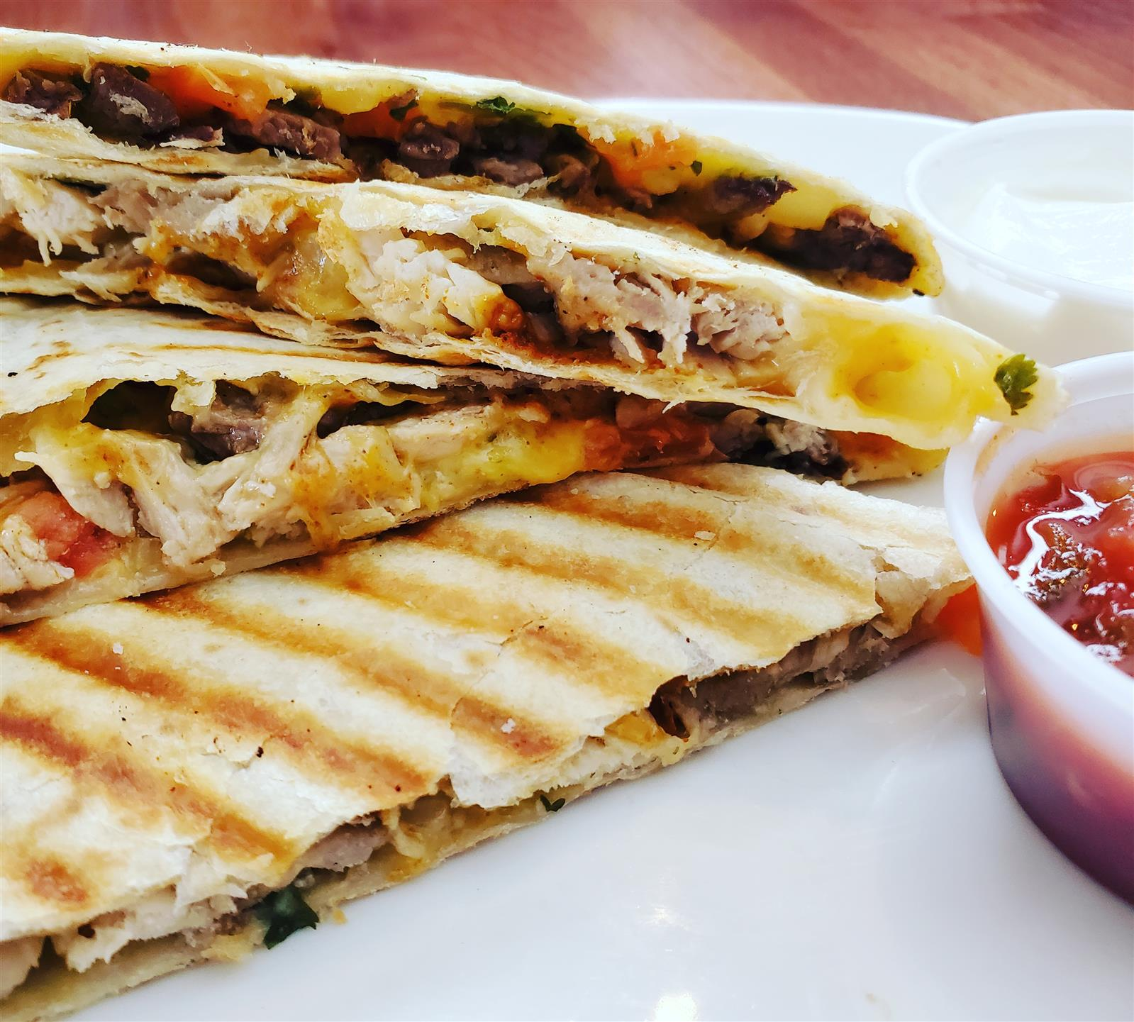 beef quesadilla with dipping sauce