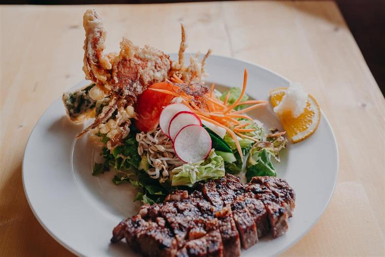 sliced steak with tempura crab and salad