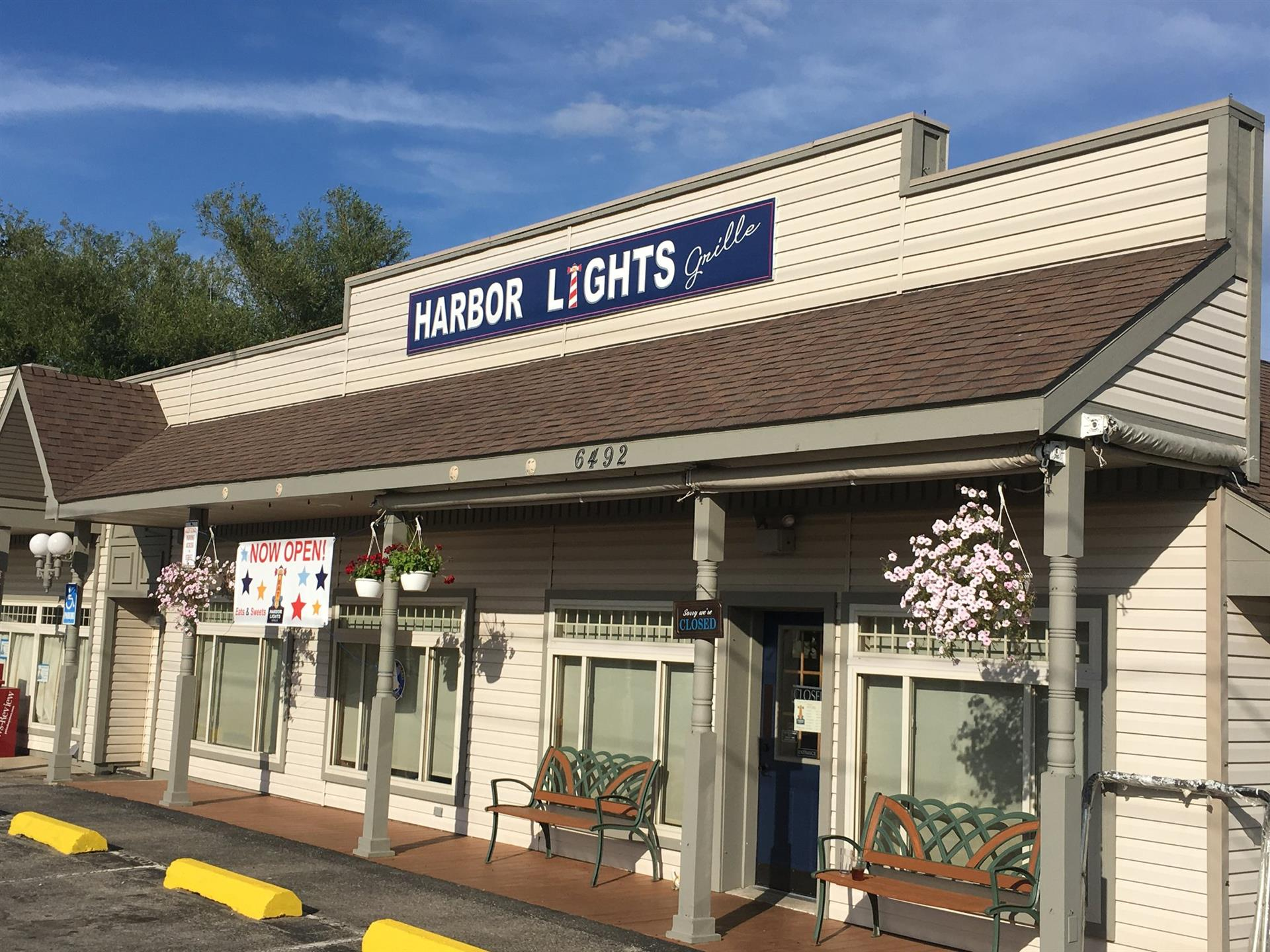 front entrance to harbor lights grille